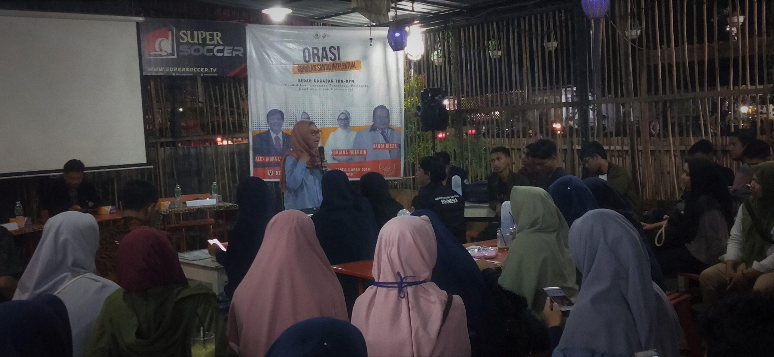 ORASI | Edriana Noerdin, Juru Bicara Badan Pemenangan Nasional (BPN) Prabowo-Sandi, sekaligus Caleg DPR RI Dapil Sumbar I, No3 dari Partai Gerindra saat diundang sebagai narasumber di acara Obrolan Santai Intelektual (ORASI) di Kede Uwak, Ps. Ambacang, Kuranji, Padang, Sumbar, Sabtu (6/4/2019)