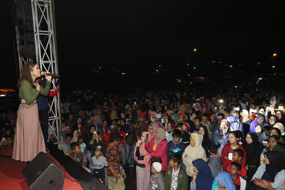 Masyarakat Kota Padang Panjang, Sumbar terhibur saat konser musik dalam agenda sosialisasi Pemilu oleh KPU setempat