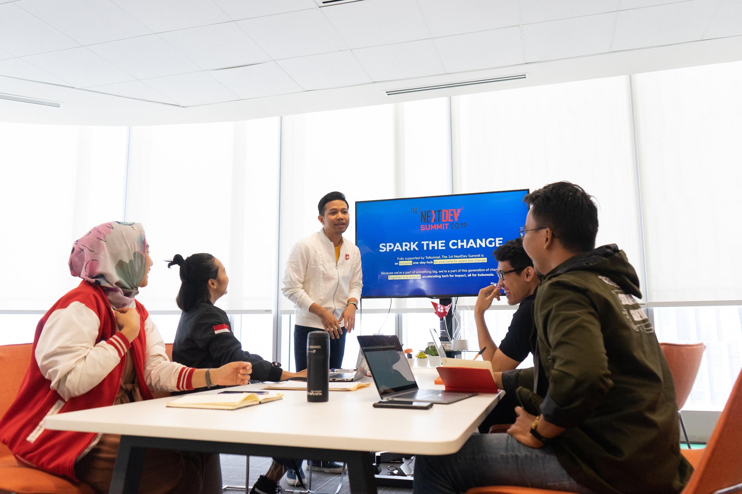 SEMANGAT GENERASI MUDA: Telkomsel mengajak generasi muda Indonesia untuk mengambil peran sebagai agen perubahan yang dapat mewujudkan pemerataan ekosistem digital yang positif.