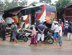 Pemilik Warung Tewas Usai Ditabrak Bus Jatra