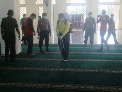 Antisipasi Virus Corona,Pemkab Bersama Polres Solok Laksanakan Penyemprotan Disinfektan Ke Masjid