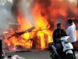 Kebakaran Hanguskan Tujuh Petak Kios di Lubuk Alung