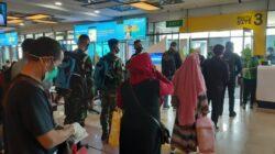 Keberangkatan penumpang di Bandara Minangkabau, Padang Pariaman. Foto : Aldi