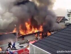 Kebakaran Hebat di Kawasan Jalan By Pass Bukittinggi