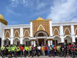 Bersepeda Bersama, Pjs Bupati Adib Sosialisasikan Perda AKB