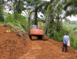 Swadaya, Masyarakat Gumarang I Agam Buka Jalan Baru Sepanjang 8 Kilometer