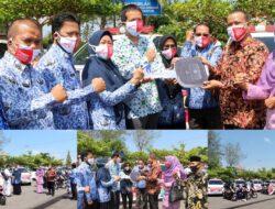 Pemko Pariaman Bagikan Masker Gratis dan 4 Mobil Ambulance untuk Puskesmas
