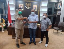 Ketua DPRD Sumbar Terima Reward AMP KI, Supardi : Terbuka Itu Menarik