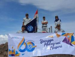Maknai Hari Jadi ke-60, Jasa Raharja Bukittinggi Kibarkan Bendera di Puncak Marapi