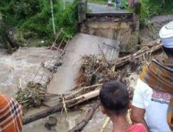 Tak Hanya Banjir, Longsor juga Landa Kabupaten Solok Hingga Jembatan Putus