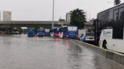 Tiga Rute TransJakarta Terhenti Sementara Akibat Banjir