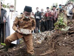 Bupati Tanah Datar Lakukan Peletakan Batu Pertama Pembangunan Ponpes Tarbiyah Islamiyah Nurul Yaqin