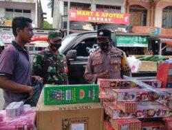 Petugas Awasi Jalannya Protkes di Pasar Simpang Empat