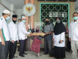 Baznas Padang Salurkan Bantuan Melalui Program Padang Sehat