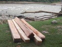 Polsek BAB Tapan Temukan Kayu Ilegal Loging Di Pinggiran Sungai Nagari Binjai Tapan