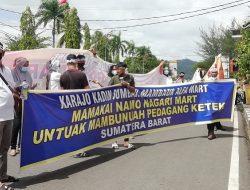 Puluhan Aliansi Pedagang Gelar Aksi Tolak Nagari Mart di Depan Kantor Gubernur
