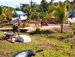 Warga Laksanakan Pemerataan Pembangunan di Kampungnya dengan Semangat