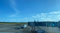 Pesawat Garuda Indonesian saat akan boarding penumpang di Bandara Minangkabau, Padang Pariaman. Foto : Ikhwan