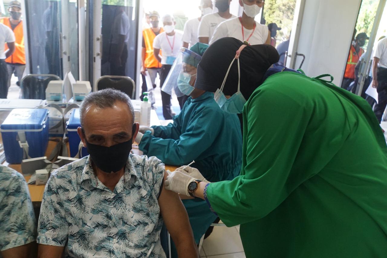 Kegiatan Serbuan Vaksinasi oleh TNI AL