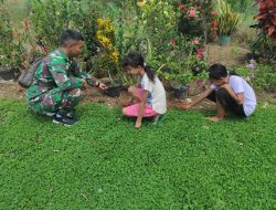 Anak-anak Sentangau Jaya Bermain Bersama Anggota Satgas TMMD Regtas ke 111 kodim 1202/Singkawang