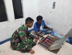 Melaksanakan Komsos Di Rumah Pak Aris Oleh Satgas TMMD Ke-111 Kodim 1202/Singkawang
