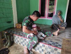 Anggota Satgas Bermain Dengan Anak Di Sekitaran Lokasi TMMD