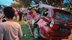 KA Sibinuang Hantam Minibus, Dua Korban Dilarikan ke Rumah Sakit