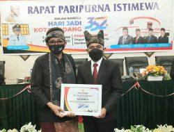Wanda Leksmana Penerima Pin Emas Termuda pada HUT Kota Padang ke-352
