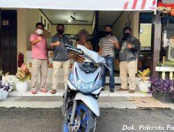 Gadaikan Motor Pinjaman, Seorang IRT Diringkus Polsek Padang Timur