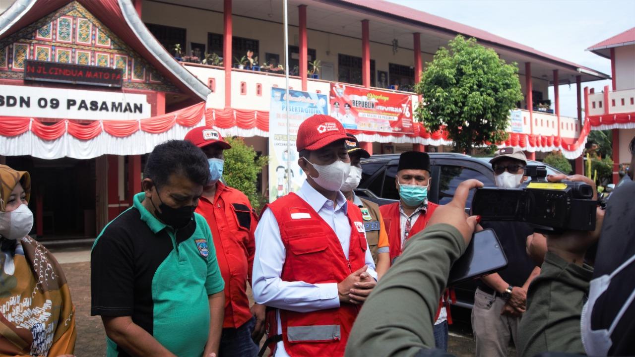 Ketua PMI Pasbar Risnawanto Tinjau Proses Sterilisasi Persiapan Belajar Tatap Muka