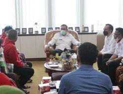 Bupati Serahkan Reward Kepada Atlet Kempo Solok Sebagai Juara Umum di Kejurnas Jawa Barat